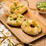 Roscas Navideñas de pasta filo y especias a base de espinacas y habas