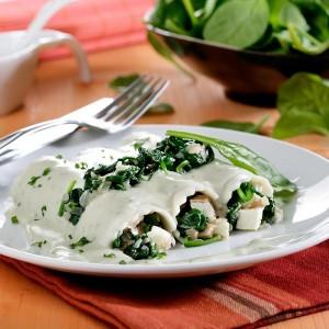 Canelones de espinacas y queso de burgos con salsa de gorgonzola