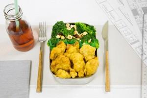 Brócoli con frutos secos y Buñuelos de maíz
